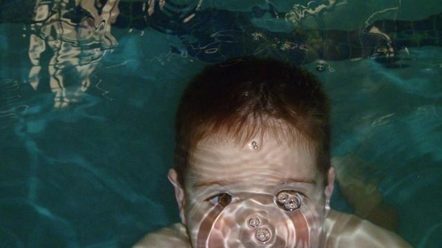 kid_underwater